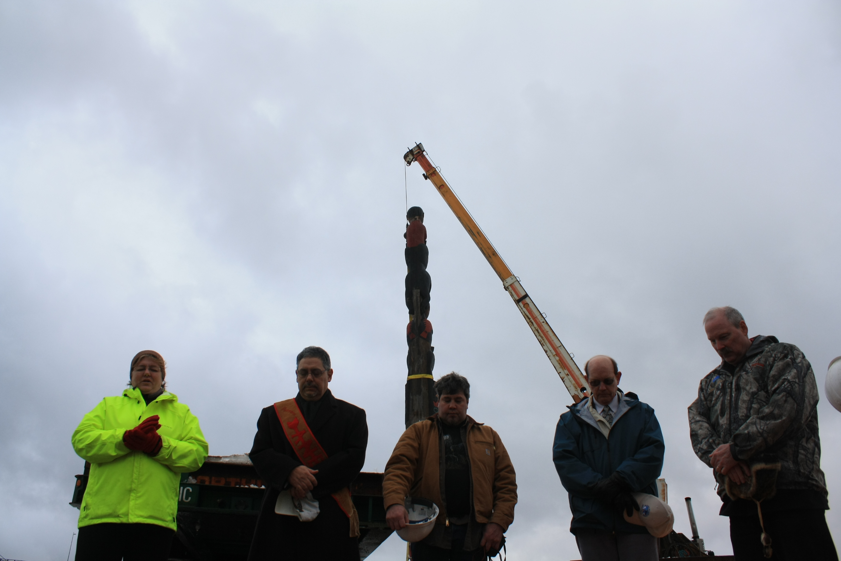 Controversial totem pole returns to Sitka square