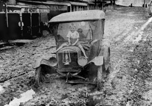 Car_in_mud