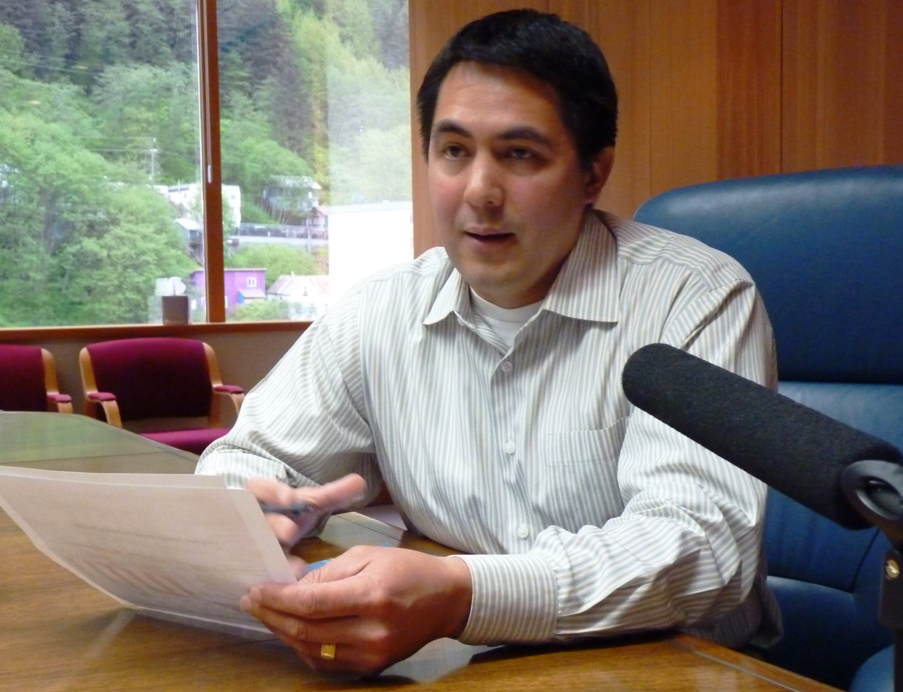 Sealaska CEO Anthony Mallott discusses the regional Native corporation's finances May 2, 2016, during a press briefing in the Sealaska Board Room. (Photo by Ed Schoenfeld/CoastAlaska News)