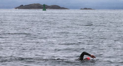 Sitkan Dean Orbison on his way around the 5K course between Whiting Harbor and Battery Island. (Angela McGraw photo)