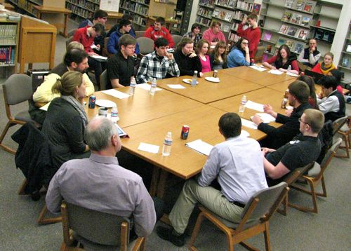 Students voice concerns over policy issues, activity fees