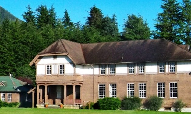 "Interns get ""hands-on,"" restore facade of Fraser Hall"