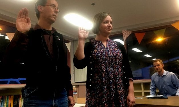 School board swears in one new, one returning member