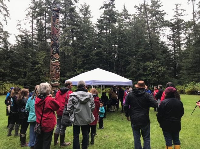 Attendees to the mourning ceremony gather where the Fort of the Young Saplings once stood. (Photo by Enrique Pérez de la Rosa, KCAW)